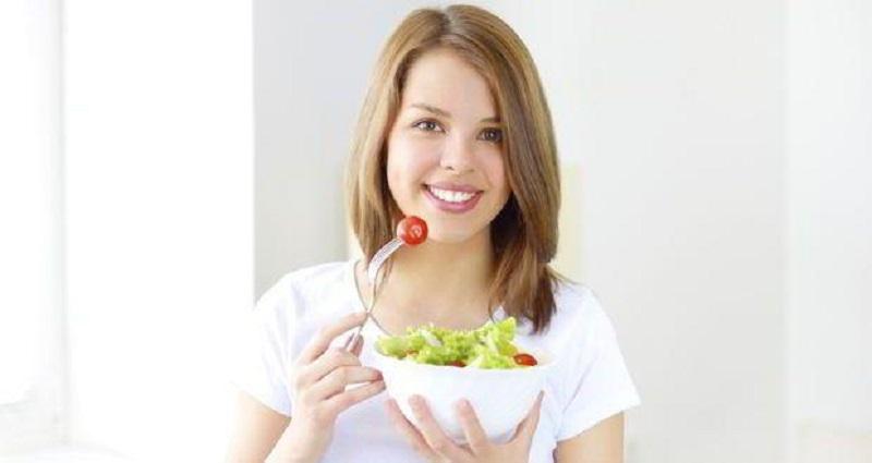 https: img.okezone.com content 2017 06 24 481 1724120 terapkan-gaya-hidup-sehat-generasi-milenial-harus-makan-sayuran-mentah-ujOnZRPRpL.jpg