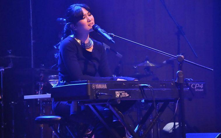 https: img.okezone.com content 2017 06 25 33 1724512 video-lewat-lantunan-piano-isyana-ucapkan-selamat-lebaran-Cye0SB1F3h.jpg