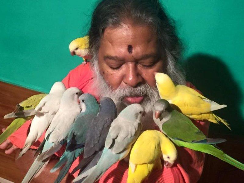 pria india ini baktikan hidupnya untuk selamatkan burung