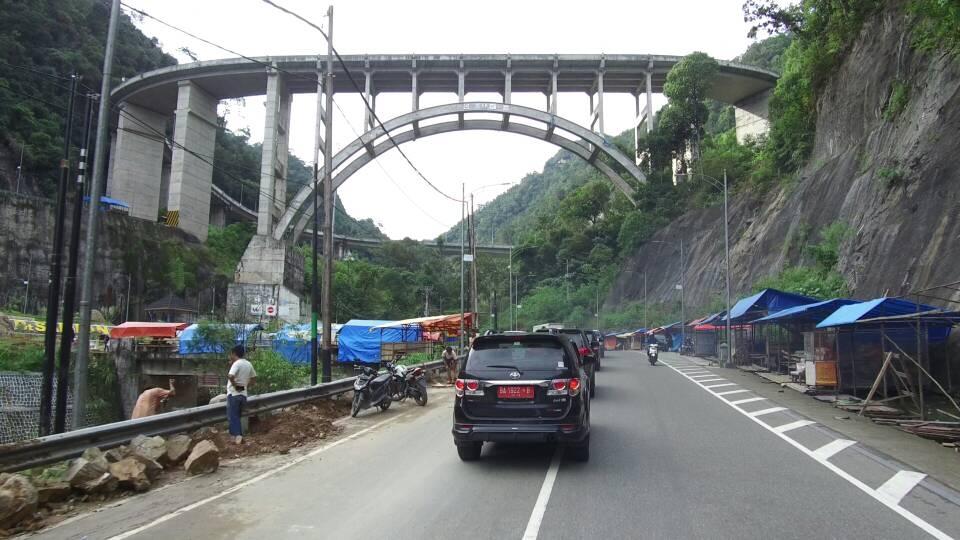 Menikmati Panorama Kelok Sembilan di Jalur Mudik Sumbar-Riau