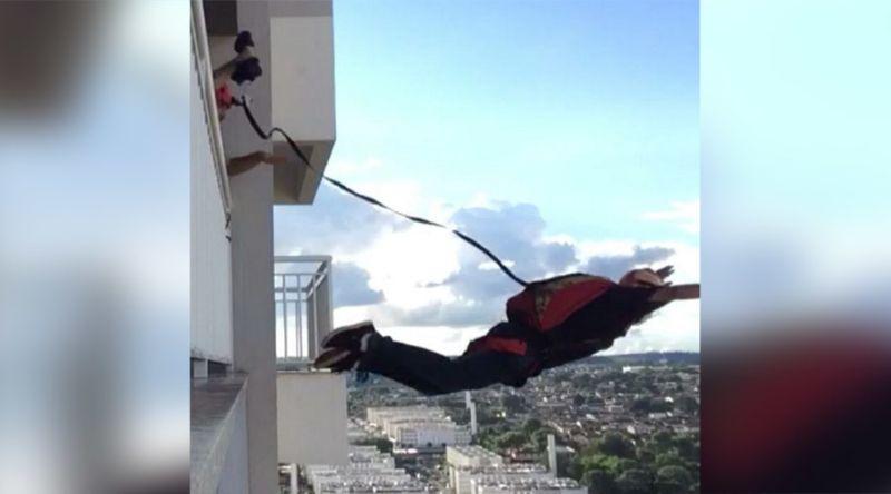 https: img.okezone.com content 2017 06 30 18 1726129 video-pria-brasil-nekat-terjun-payung-dari-sebuah-apartemen-G6PDbzrBHW.jpg