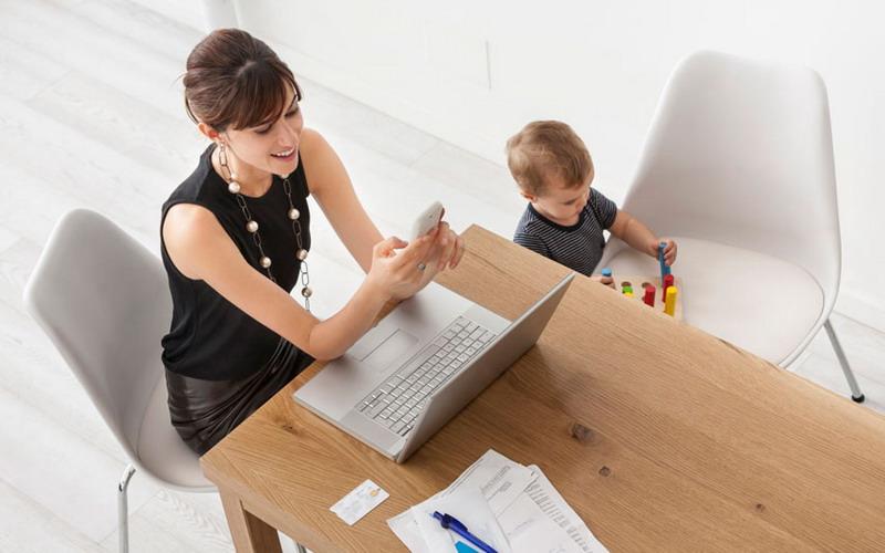 https: img.okezone.com content 2017 07 05 196 1729421 working-mom-sulit-dapatkan-waktu-fleksibel-coba-negosiasi-dengan-bos-Rfnz0iowA7.jpg