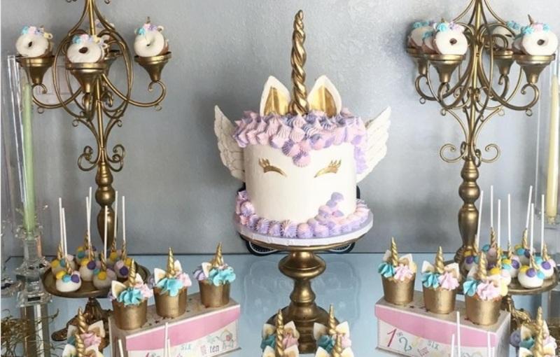 https: img.okezone.com content 2017 07 06 298 1729898 lagi-cari-kue-pernikahan-bisa-jadi-inspirasi-kue-pernikahan-ini-berkonsep-unicorn-sqV4e9vm8M.jpg