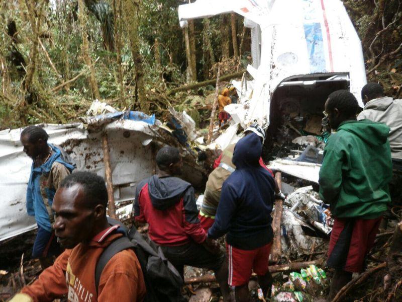 https: img.okezone.com content 2017 07 06 340 1730315 lima-jenazah-korban-pesawat-di-papua-ditemukan-dalam-kondisi-utuh-NLghIxQYmL.jpg