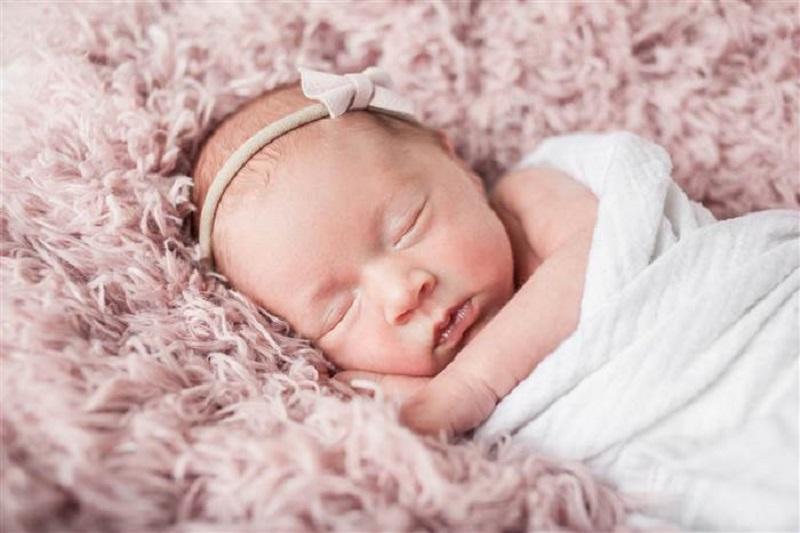 https: img.okezone.com content 2017 07 06 481 1730069 terlilit-tali-pusat-akhirnya-bayi-lahir-selamat-berkat-ibu-hitung-tendangan-si-kecil-dalam-kandungan-TiYEeSZQx0.jpg