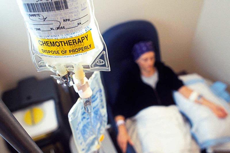 https: img.okezone.com content 2017 07 06 481 1730218 hanya-solusi-jangka-pendek-kemoterapi-justru-memicu-kanker-cepat-menyebar-lebih-agresif-MK3f0YgefC.jpg