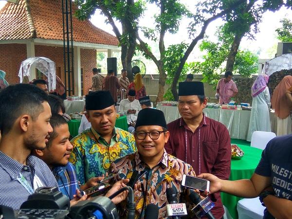 Ketua Umum PKB Muhaimin Iskandar saat halalbihalal di kediamannya di Cigancur, Jakarta Selatan, Minggu (8/7/2017). (Foto: Badriyanto/Okezone)