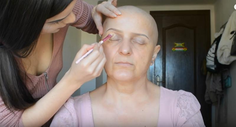 https: img.okezone.com content 2017 07 10 194 1732531 ibu-penderita-kanker-disulap-jadi-cantik-dengan-pulasan-make-up-JPsF4rdhkw.png