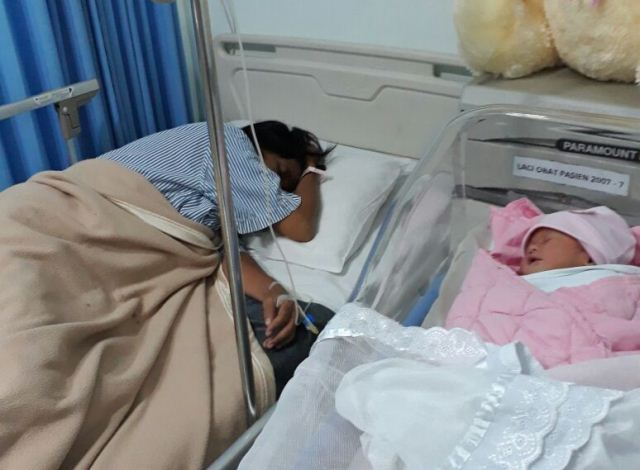 https: img.okezone.com content 2017 07 10 481 1732606 kondisi-bayi-perempuan-yang-lahir-di-tol-cipali-sudah-lancar-minum-asi-uNNbiksynM.jpg