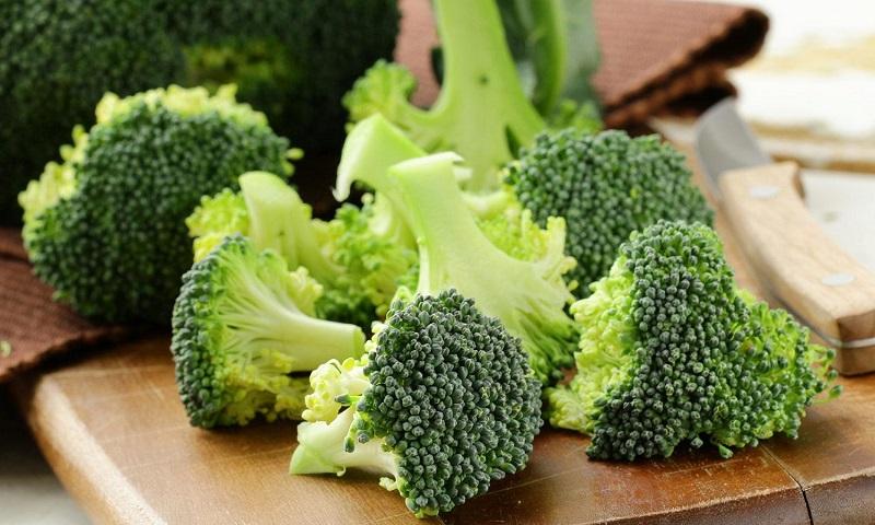 https: img.okezone.com content 2017 07 10 481 1732884 selain-bersihkan-racun-dalam-tubuh-makan-brokoli-atasi-kecanduan-rokok-P5ZPxKAR92.jpg