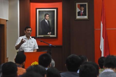Menko Luhut: Sorry, Indonesia Itu Bukan Negara Miskin!