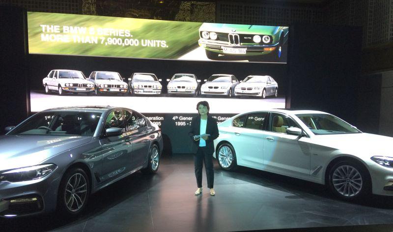 Product Planning Manager BMW Group Indonesia Tami Notohutomo menjelaskan all new Seri 5 (Foto: Anton/Okezone)