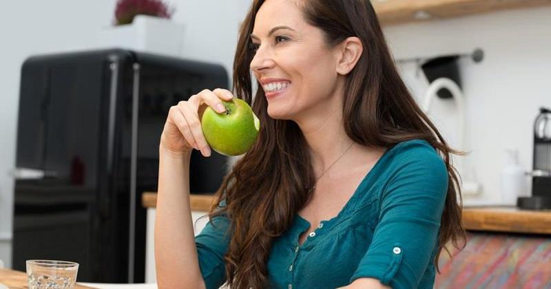 https: img.okezone.com content 2017 07 12 298 1734827 buah-apel-hingga-pisang-ini-cara-tepat-menyimpan-buah-agar-tetap-segar-BWgUpD5Jhw.jpg