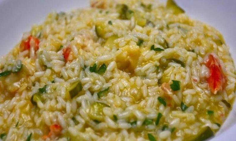 https: img.okezone.com content 2017 07 12 481 1734841 cara-sehat-makan-nasi-yang-tak-sebabkan-tubuh-gemuk-4HWGbSvcfv.jpg