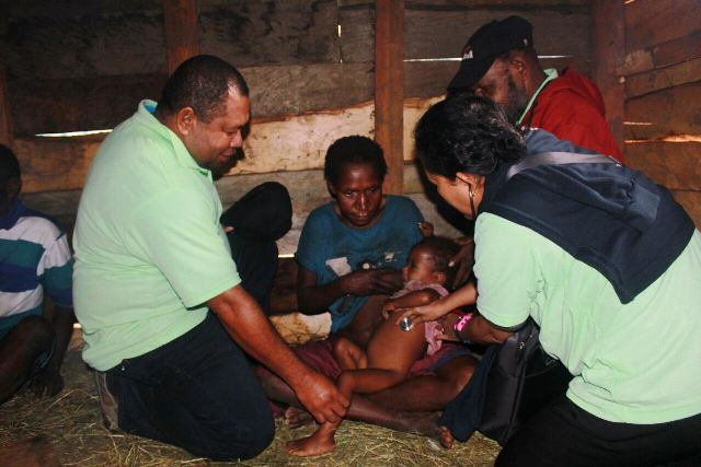 https: img.okezone.com content 2017 07 13 340 1735366 terserang-wabah-sarampa-40-bayi-meninggal-dunia-di-deiyai-papua-qHyyN4rCfA.jpg