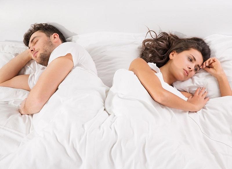https: img.okezone.com content 2017 07 13 481 1735430 langsung-tidur-pulas-kesalahan-pria-paling-fatal-saat-malam-pertama-6BWfT27mRK.jpg