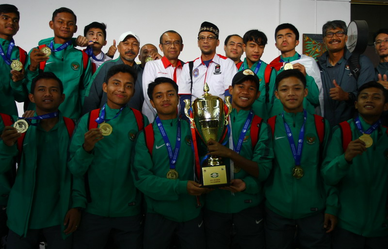 https: img.okezone.com content 2017 07 13 51 1735604 kesempatan-lolos-ke-semifinal-piala-aff-u-15-masih-terbuka-menpora-beri-dukungan-ke-timnas-indonesia-u-16-5mCO451hVs.jpg