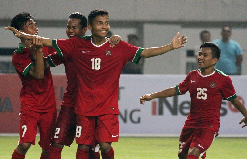 https: img.okezone.com content 2017 07 13 51 1735753 lagi-amiruddin-cetak-gol-kedua-untuk-keunggulan-indonesia-Sz6N2xkWMz.jpg