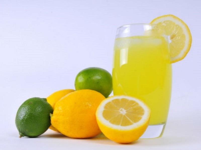 https: img.okezone.com content 2017 07 14 481 1736165 minum-2-gelas-air-lemon-sehari-bantu-mengobati-batu-ginjal-LqphKzw59E.jpg
