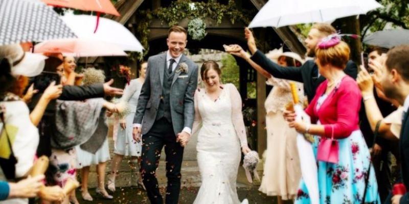 https: img.okezone.com content 2017 07 15 196 1737134 bagaimana-mempertahankan-pernikahan-meski-berkonflik-terus-dengan-mertua-ZBqjadLGb3.jpg