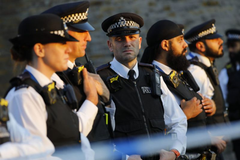 Pasca-Teror Serangan Cairan Asam, Seorang Pria di Inggris Ditembak Mati oleh Pengendara Motor