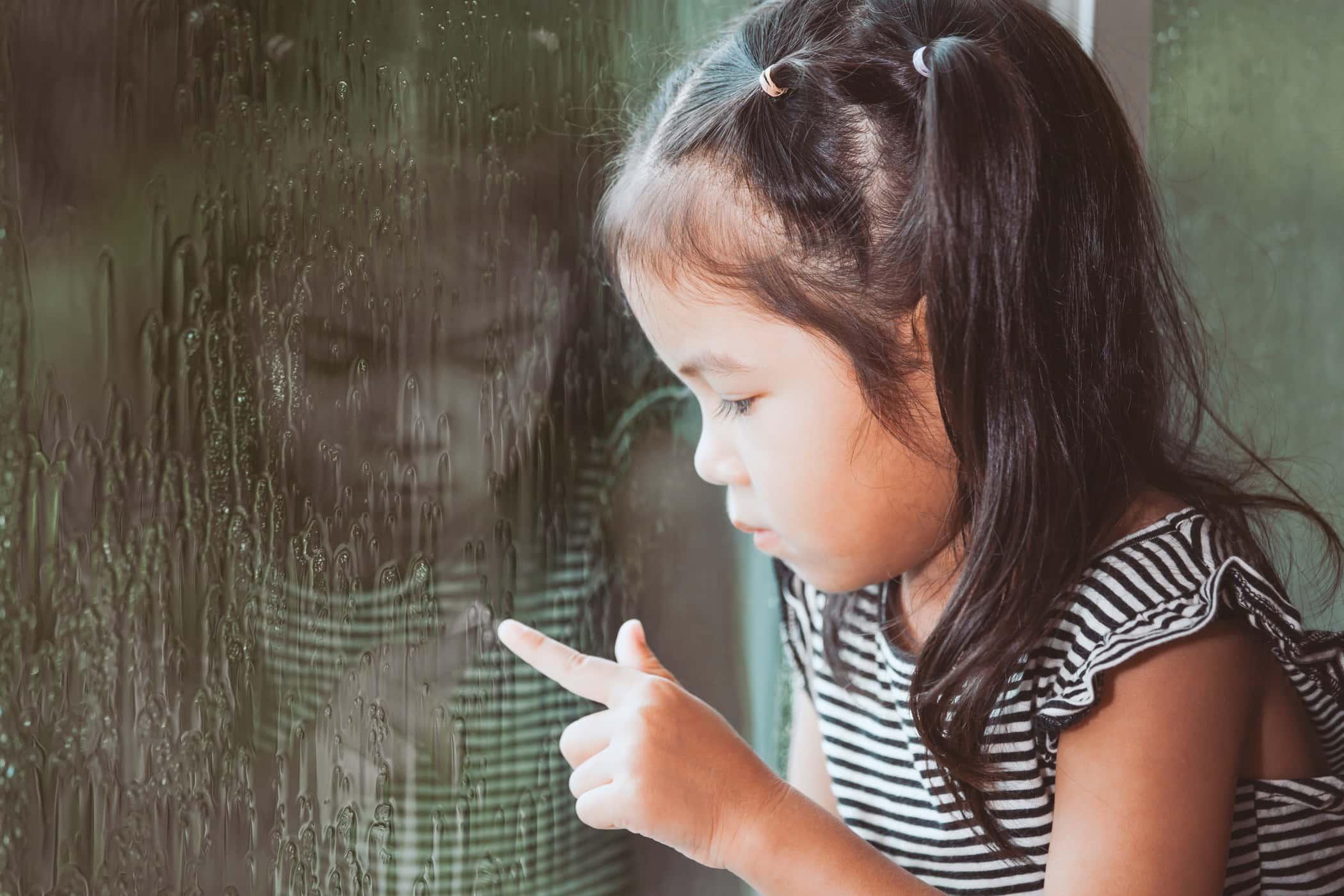 https: img.okezone.com content 2017 07 16 481 1737420 anak-bisa-juga-stres-simak-8-tanda-tandanya-yang-wajib-orangtua-tahu-zV0NbDaBiO.jpg