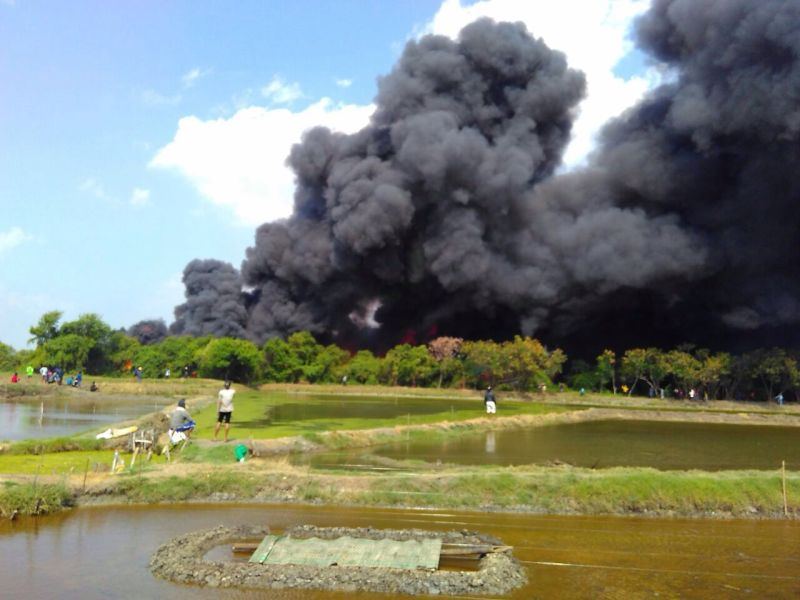 Suasana kebakaran belasan kapal di Pati, Jawa Tengah (Foto: Taufik Budi/Okezone)