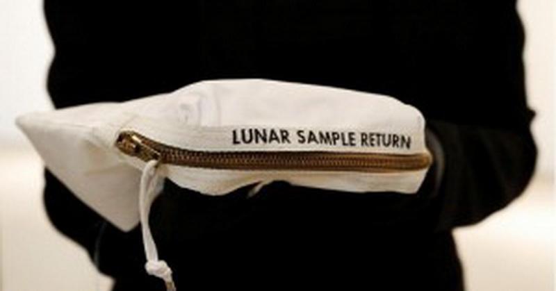Wow, Tas yang Dibawa Neil Amstrong ke Bulan Dihargai Rp53 Miliar