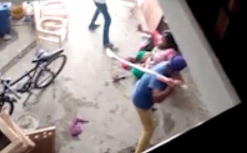 Meena Kasyap dipukuli keluarga suaminya. (Foto: Daily Mail)