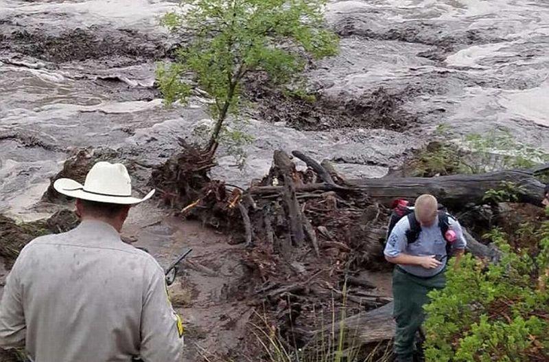 Banjir bandang melanda Arizona. (Foto: Daily Mail/Jack Lloyd)