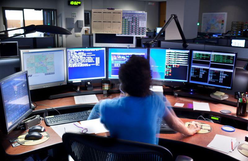 Ilustrasi operator panggilan darurat (Foto: Findorff.com)