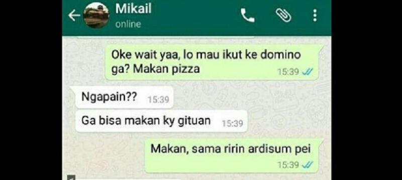 Gokil! Pria Ini Ajak Temannya Makan Piza dengan Nasi & Kerupuk