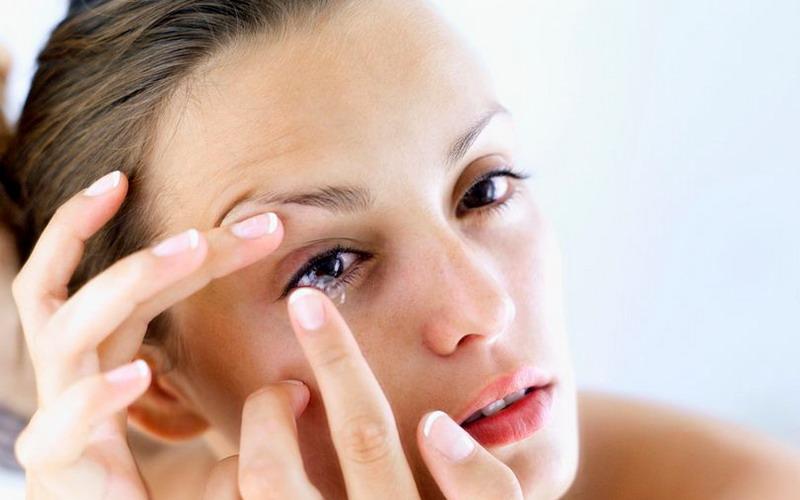 dianjurkan Anda harus mengganti setiap tiga sampai 6 bulan sekali demi menjaga kesehatan mata.