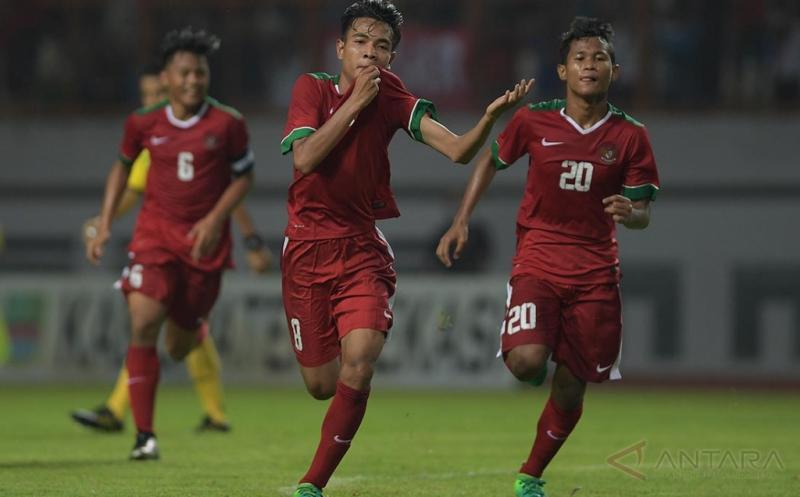 https: img.okezone.com content 2017 07 17 51 1738349 kalahkan-singapura-2-0-indonesia-finis-posisi-5-di-klasemen-akhir-grup-a-piala-aff-u-15-2017-2aLtrsQB35.jpg