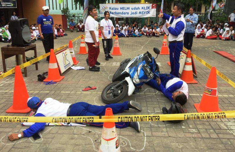 Siswa SMP Negeri 7 belajar menganalisis kecelakaan sepeda motor (Astra Motor Jateng)