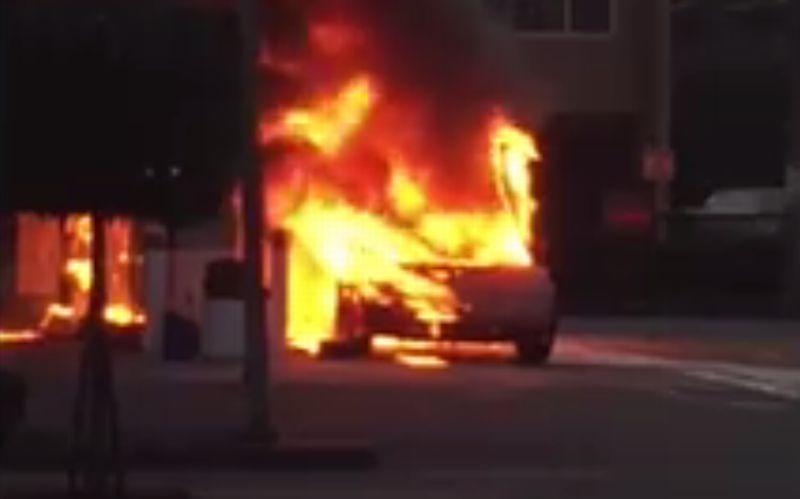Duh, Mobil Ikonik Lamborghini Ini Ludes Dilalap Api