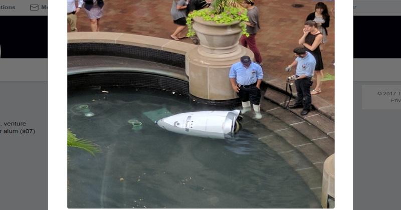 Ada Robot Cop Nyemplung ke Air Mancur, Kok Bisa?