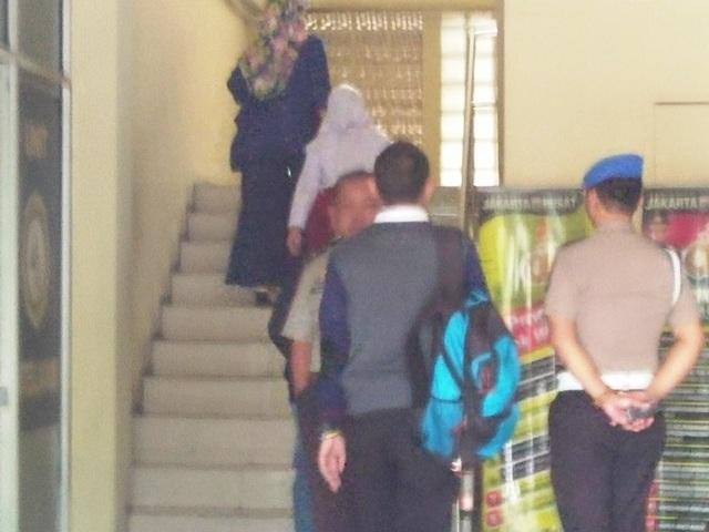Orangtua pelaku bully datangi Polsek Tanah Abang (foto: Fadel/Okezone)