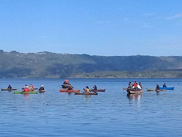 Pencarian korban mobil terjun ke Danau Batur. (Foto: Nurul Hikmah/Okezone)