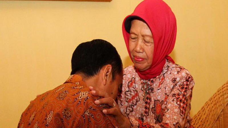 Ibunda Presiden Jokowi Jalani Operasi Sinusitis di RS Kasih Ibu Solo