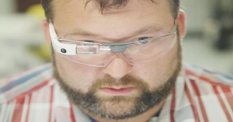https: img.okezone.com content 2017 07 18 57 1739367 menghilang-sejak-2015-google-glass-bangkit-dari-kubur-yRtypDcEwE.jpg