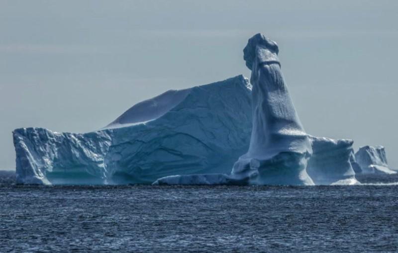Viral! Foto Alami Bongkahan Es Berbentuk Penis di Newfoundland