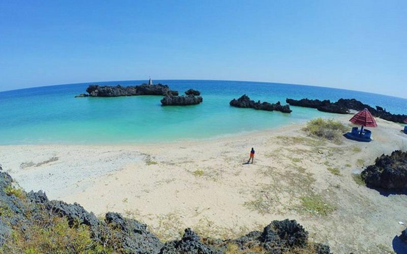 https: img.okezone.com content 2017 07 19 406 1740140 uncover-indonesia-pantai-tiang-bendera-di-ntt-keindahannya-bikin-traveler-ingin-kembali-berburu-sunset-DPPHx1PXyc.jpg