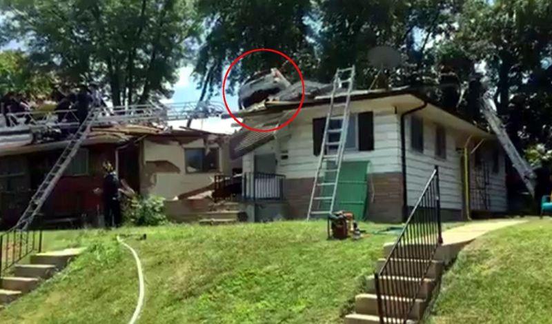 Mobil SUV Ini 'Terbang' ke Atap Rumah, kok Bisa?