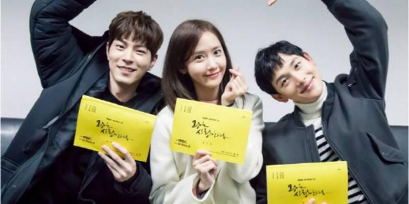 https: img.okezone.com content 2017 07 20 598 1740917 cerita-kekompakan-hong-jong-hyun-yoona-dan-siwan-di-king-in-love-m7f7lti11N.jpg