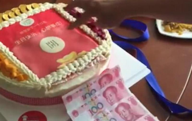 HOT THREAD (2): Kue Ulang Tahun Spesial, Ada Tombol Khusus yang Bisa Mengeluarkan Uang
