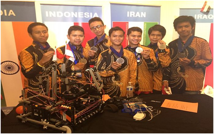 Wow, Robot Karya Siswa Madrasah Indonesia Sabet Juara di AS