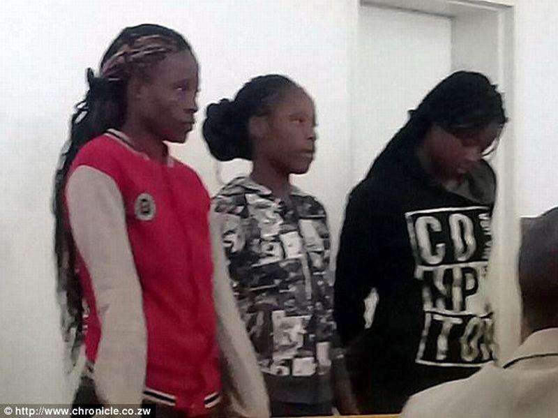 Tiga perempuan terduga pelaku pemerkosaa seorang pastur. (Foto: Chronichle)