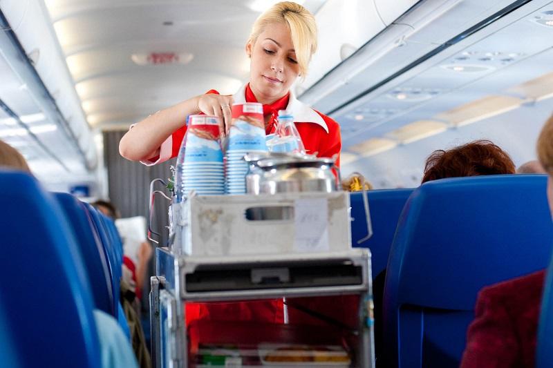 https: img.okezone.com content 2017 07 26 298 1744313 minuman-es-soda-kola-butuh-waktu-lebih-lama-saat-disajikan-di-atas-pesawat-kira-kira-kenapa-ya-1VZUrX2CDU.jpg