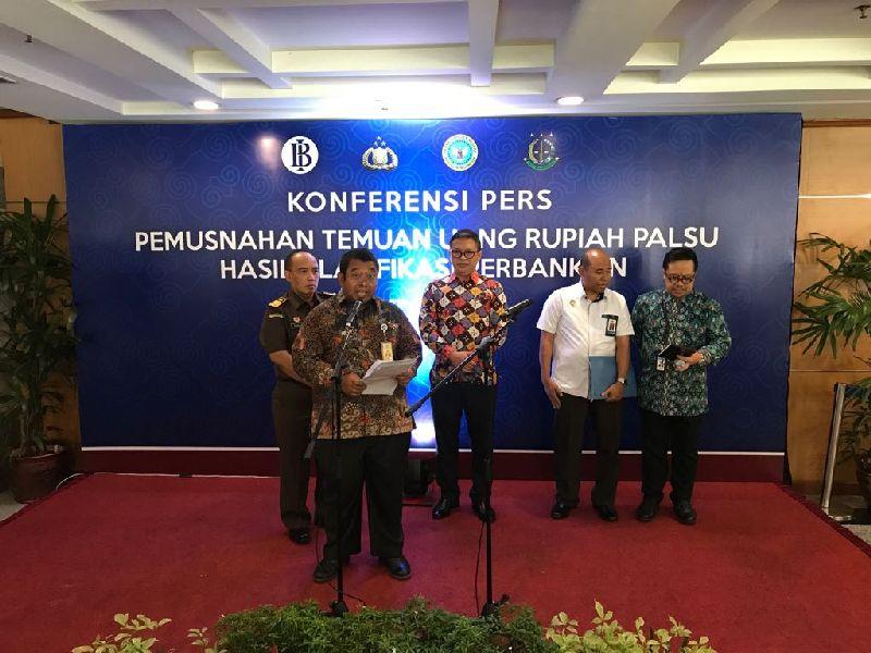 https: img.okezone.com content 2017 07 26 320 1744088 wih-bank-indonesia-hancurkan-189-477-lembar-uang-rupiah-palsu-jn0qAyclIK.jpg